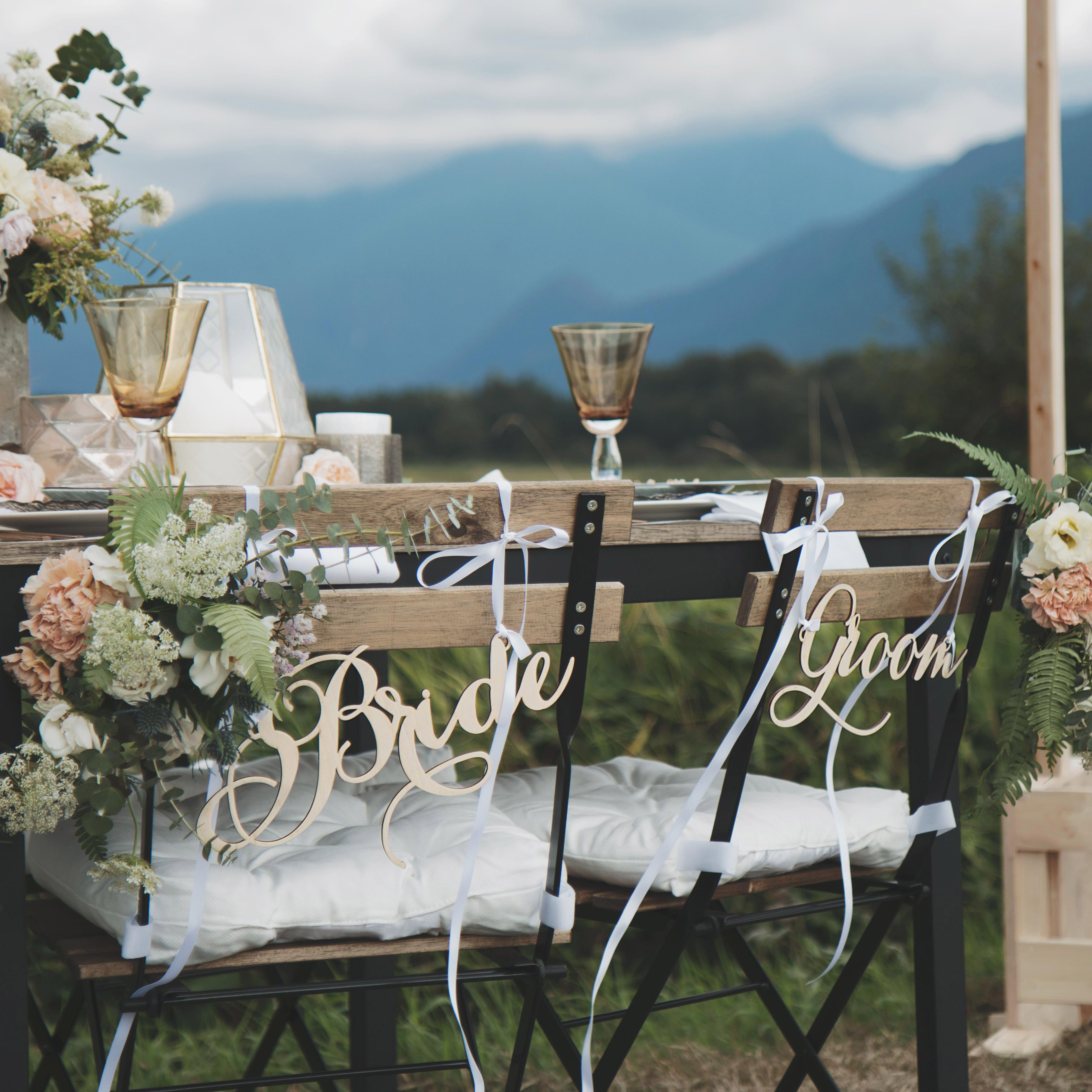 bride-and-groom-chair-sign_Square