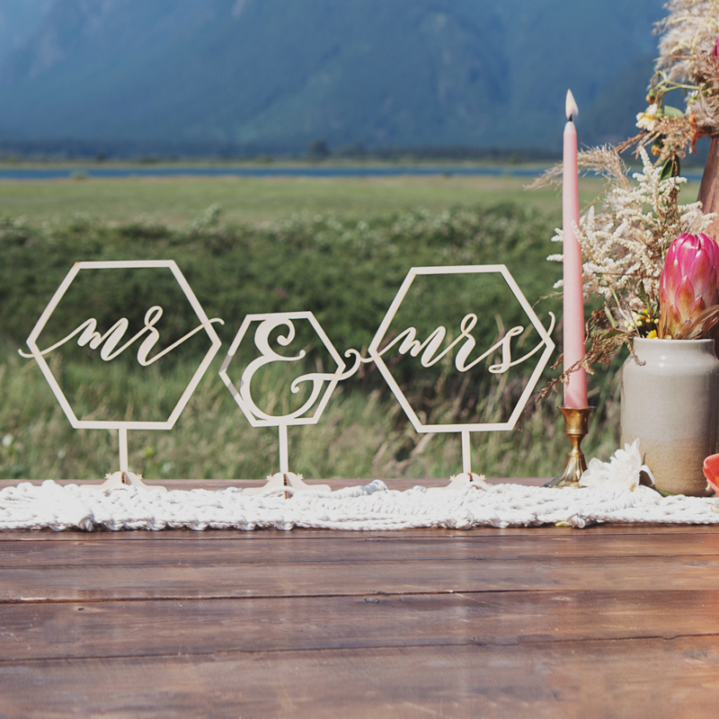 Mr and Mrs geometric table signs by Thistle and Lace