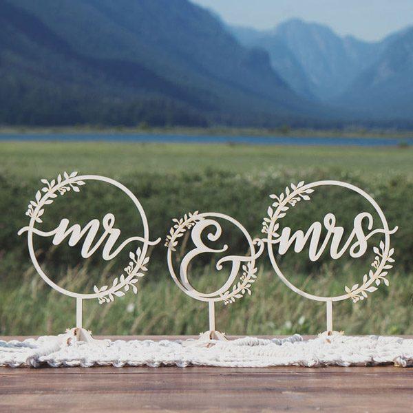 Rustic Mr and Mrs Wedding Decor