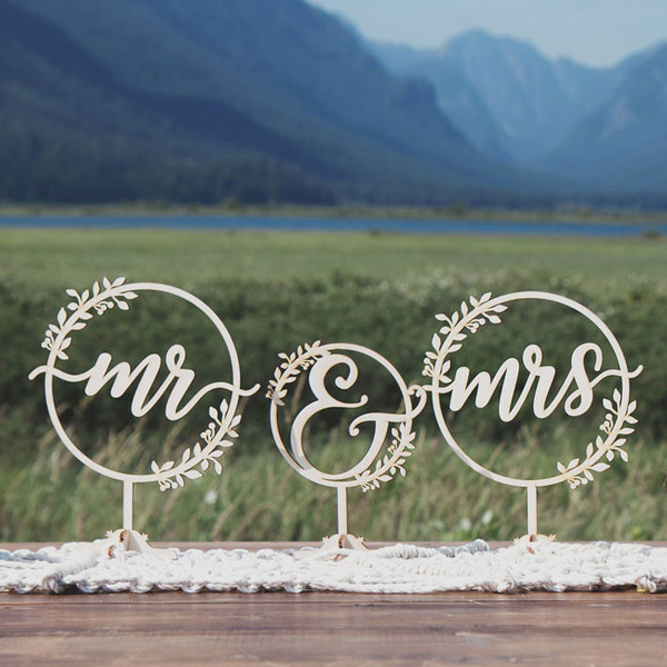 Mr and Mrs rustic table signs by Thistle and Lace